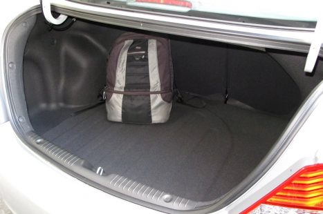 hyundai_accent_trunk_2