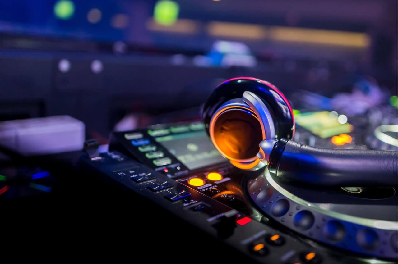nightclubs-νυχτερινη-ζωη-θεσσαλονικης-alpha-drive-rent-a-car